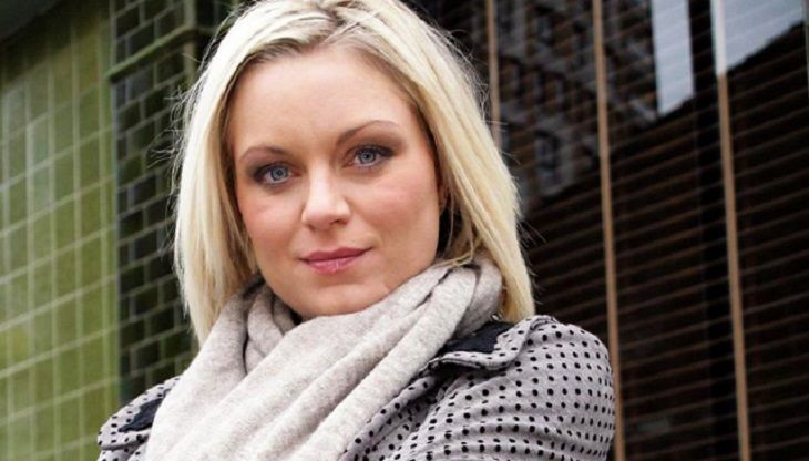 Is Roxy Mitchell really dead? When EastEnders spoilers confirmed that the soap opera was killing off Roxy Mitchell [Rita Simmons] and her sister Ronnie Mitchell [Samantha Womack], fans were furious.      Now, there are new rumors and theories floating around the internet indicating that Roxy