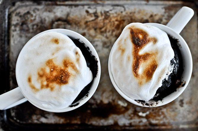 s'mores in a cup: Mugs Recipe, Mugs Desserts, Minute Chocolates, Cakes Recipe, Fudge Smore, Chocolates Fudge, Mugs Cakes, In A Mugs, Fudge S More