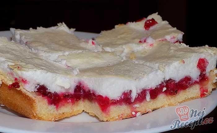 Rybízový koláč se snehem