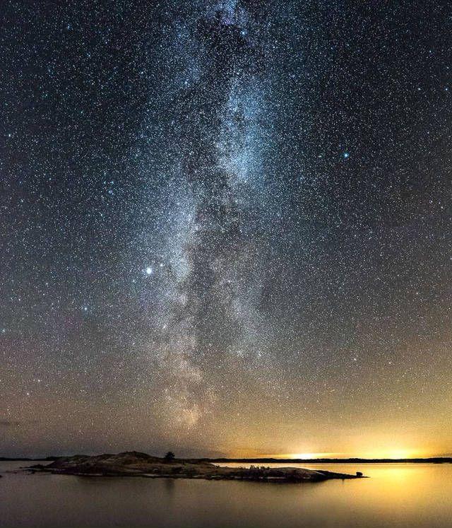 普段、私たちが何気なく見ている夜空ですが、場所や時間によって、様々な表情を見せてくれます。条件さえ整えば、日本でも綺麗な天の川を見ることができますが、フォトグラファーOscar Keserciさんがギリシャやフィンランドで撮影したものは、また極上の味わい深さがあります。あなたも、一番好きな「天の川」を見つけてみては?(ギリシャ・ロドス島)(ギリシャ・ロドス島)(フィンランド・インコー)(フィ...