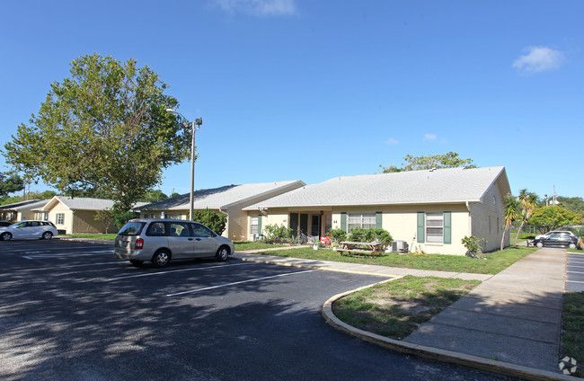 Sandpiper Village Apartments Tarpon Springs Fl With Images