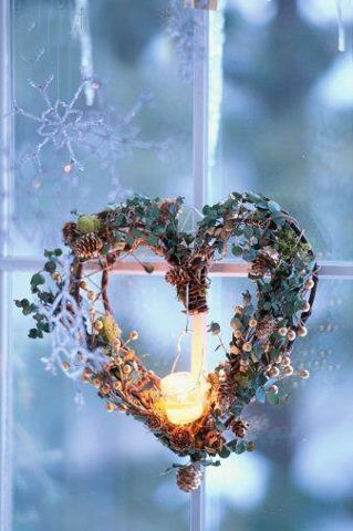 .Beautiful Heart-shaped wreath with berries & candle...simply lovely! ;-) <3 <3 <3