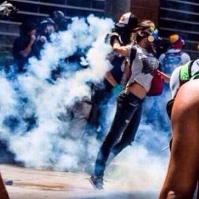 40 Impactful Images of the Venezuelan People fighting for their liberty | SOS Venezuela - See more at: http://reportavenezuela.info/#sthash.Bjh98rS1.dpuf