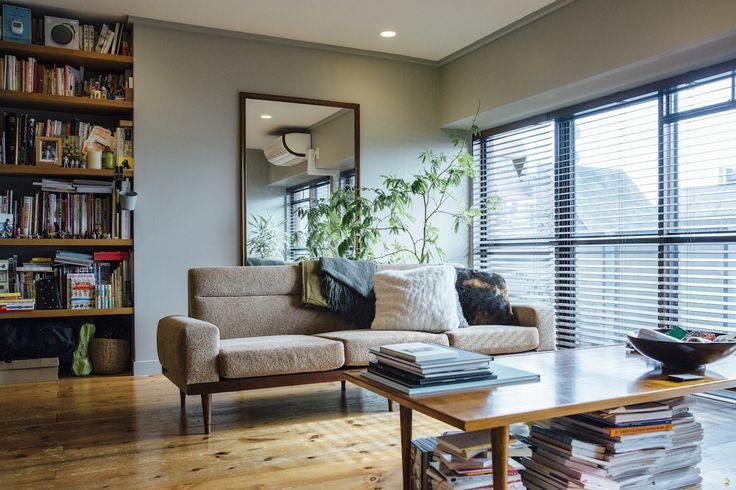 アート写真がある暮らしを提案する連載企画第8回目。今回訪れたのは家族3人が暮らす築30年のマンションをリノベーションした邸宅。温かい光が差し込む空間に好きな写真を飾り眺めていると、家の魅力は増すばかりだ。