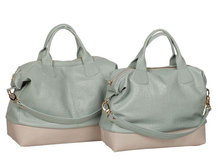 Azzurro e rosa, due tonalità delicate per una borsa morbida...  http://www.caleidostore.it/it/borse-grandi/149-zoisite-rettangolare.html