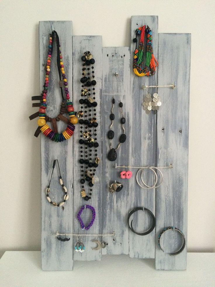 les 25 meilleures id es de la cat gorie porte bijoux sur pinterest rangement de bijoux. Black Bedroom Furniture Sets. Home Design Ideas