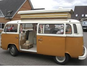 1975 T2 VW Poptop Campervan in Andover for sale in Andover. Used second hand Caravan & camper van accessories for sale in Andover. 1975 T2 VW Poptop Campervan in Andover available on car boot sale in Andover. Free ads on CarBootSaleHampshire online car boot sale in Andover - 10640