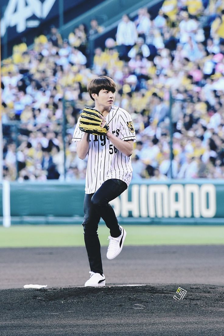 Jungkook pitching at the Hanshin Tigers baseball game #58