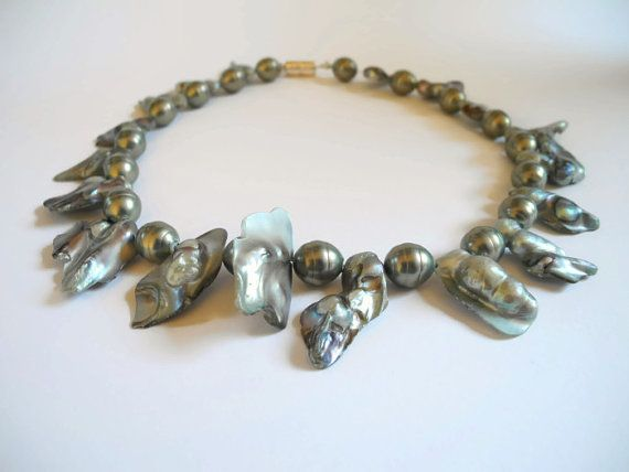Green grey gemstone pearl choker necklace of  labradonite beads, blisterpearls and shellpearls, finished with magnetic lock