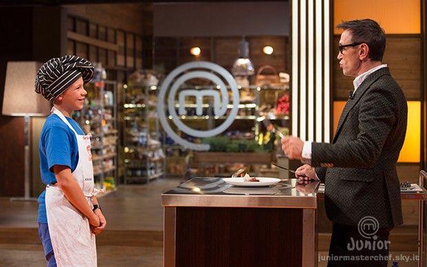 Federico presenta il suo piatto allo chef Barbieri