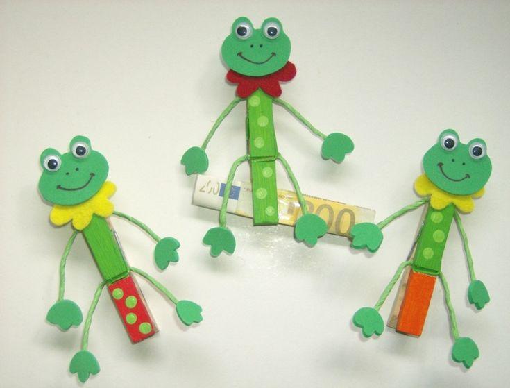 kleuters knutselen met wasknijpers / Frosch-Klammer