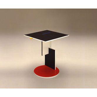 Rietveld Schröder 1 tafel is een bijzettafel die Gerrit Rietveld speciaal ontwierp voor het Rietveld Schröderhuis in Utrecht. Eigenlijk is het een heel simpel tafeltje. Het is gemaakt van multiplex en geschilderd in de voor Gerrit Rietveld zo herkenbare primaire kleuren en zwart en wit.    Remakes van deze beroemde tafel worden gemaakt door het Italiaanse design merk Cassina.
