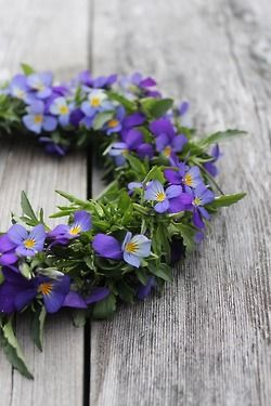 Oooooh -- a violet wreath would be pretty too!!!!!