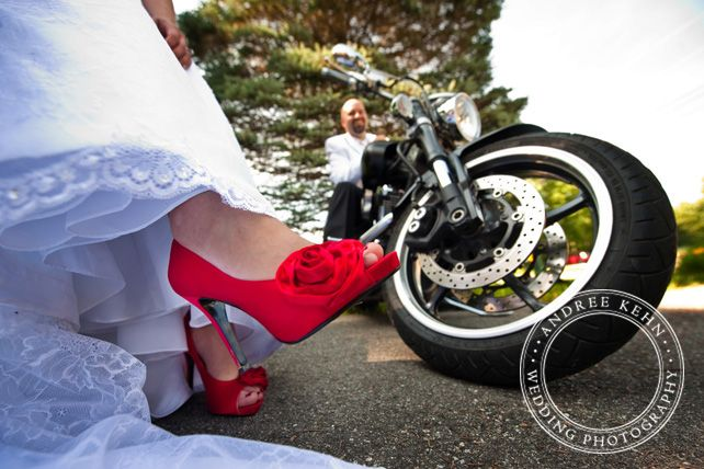motorcycles wedding pics...i like this