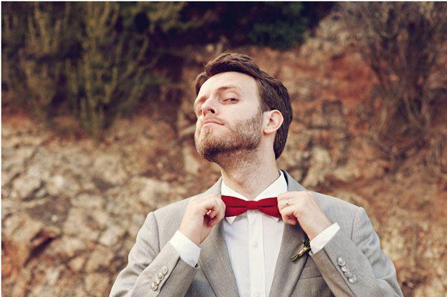 Stanley, un novio con pajarita y traje gris claro {Foto, 3 Deseos y Medio} #groom #bodas #realwedding #spain