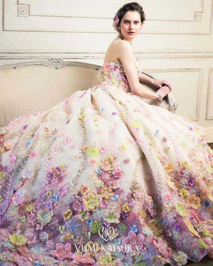 """119 Likes, 1 Comments - ブライダルスクェアひよしや (@hiyoshiya_kochi) on Instagram: """"9月の新作ドレス【 桂由美 】 ・ 世界的にも有名なブランド 【桂由美】 から 新作ドレスがデビューします。「360度どこから見ても美しい花嫁」をコンセプトに花嫁を世界で一番美しく輝かせるために…"""""""