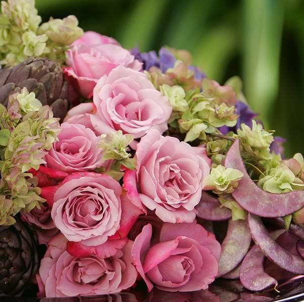 Get enchanted with beautifully designed floral arrangements on #wisdomwednesday from #GiftJaipur