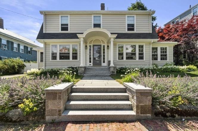 55 Warren St Salem Ma 01970 Mls 72686064 Redfin In 2020 House Styles Redfin Dutch Colonial