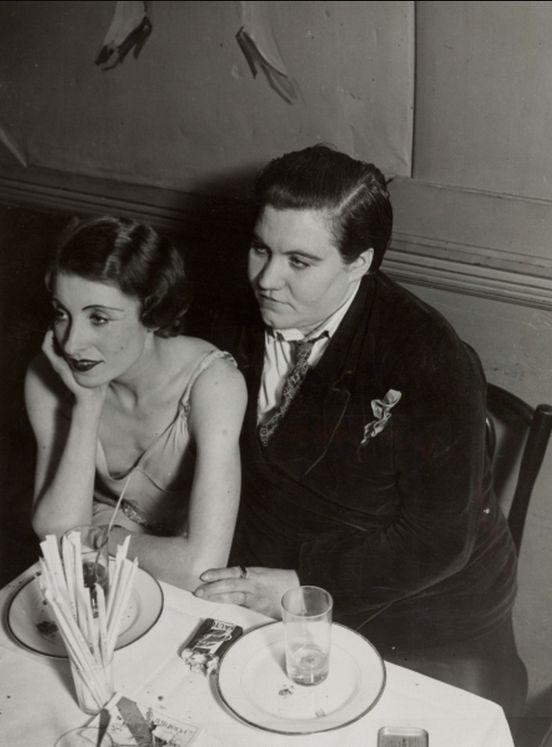 Brassaï, Couple de femmes au Monocle (1932)