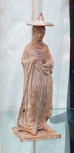Woman, Hellenistic statuette (terracotta), 3rd century BC, (Staatliche Antikensammlungen, Munich).