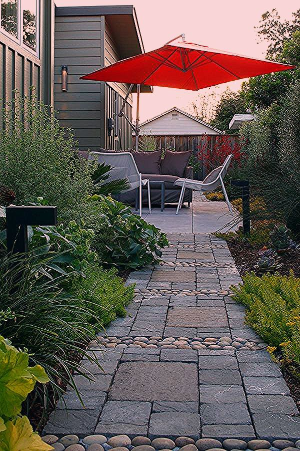 Klein Garten Flache Uppige Bepflanzung Gartenweg Anlegen In 2020 Pathway Landscaping Backyard Landscaping Garden Design