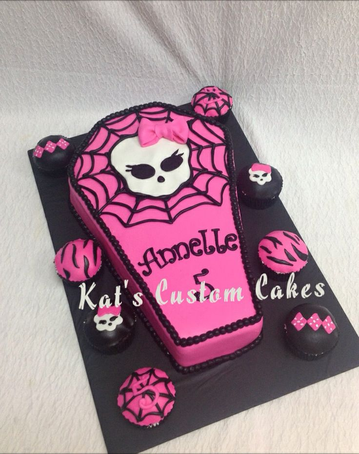 M s de 25 ideas incre bles sobre pastelitos de monster for Coffin cake template