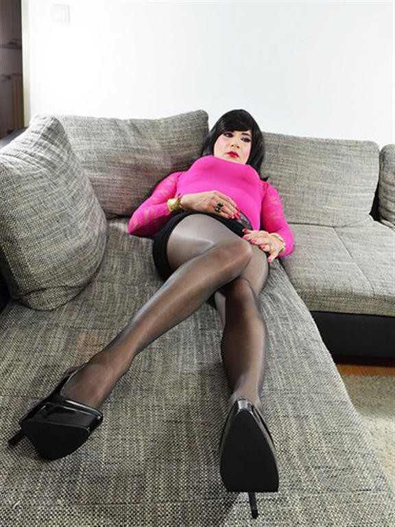 Pin by Kevin Kevin on Crossdressers | Bean bag chair, Home ...