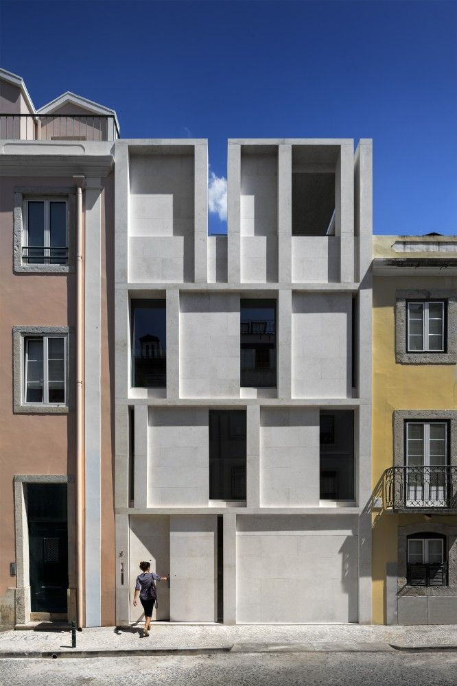 House in Lisbon / ARX PORTUGAL Arquitectos cemento cuadrado volumen interseccion