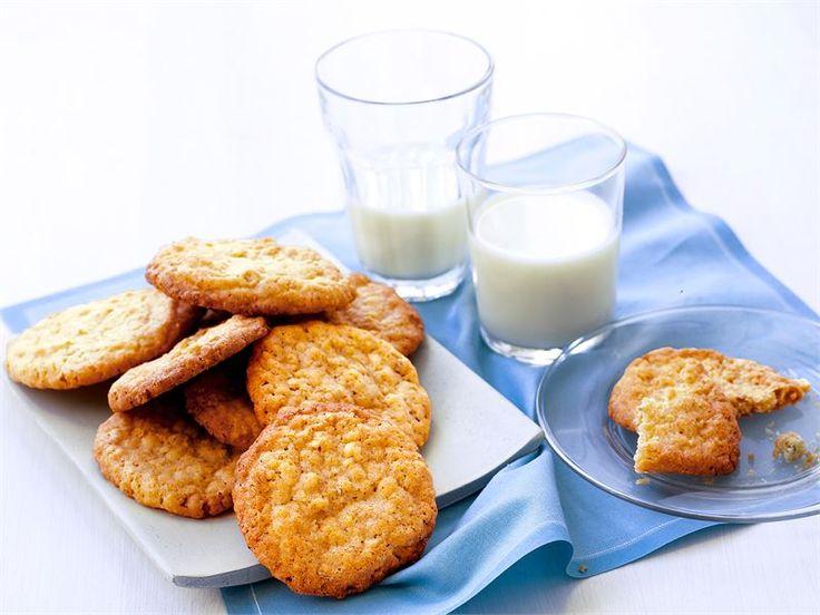 Kaurakeksit maistuvat sellaisenaan maidon tai kahvin kanssa. Voit myös käyttää kaurakeksejä erilaisten jälkiruokien, kuten jäätelöannoksen, koristeena.