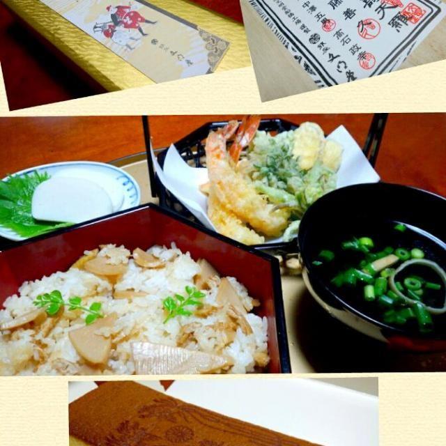 今日は、娘とふたりご飯なので、筍ごはんを作ってみました(^^) *筍ごはん *天ぷら 海老、人参、せり、蕗のとう、薩摩芋 *小田原鈴廣のかまぼこ *お吸い物 *五三加寿天羅(いただきもの) 新物筍、せり、蕗のとうで、春を感じられる夕食でした(*^_^*)今日も美味しくいただきまし。 - 188件のもぐもぐ - 娘とふたりご飯~たけのこごはん~ by kzsyk