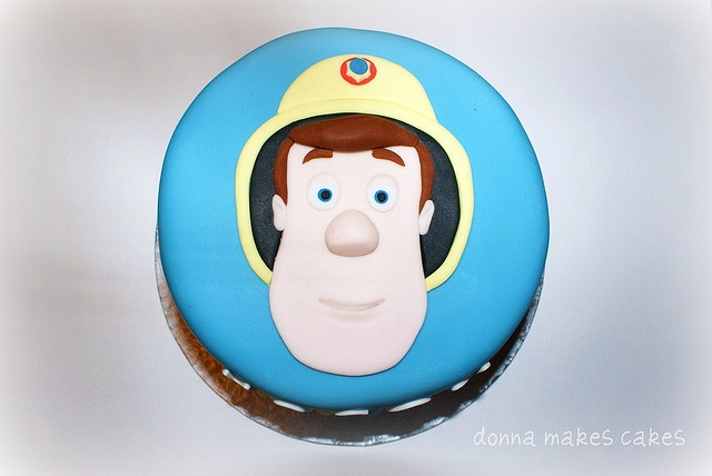 Fireman Sam - could do it in 2D for sure with star piping.