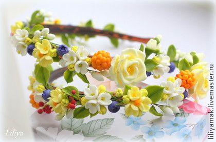 Ободок+для+волос+`Ягодки-+цветочки`.+Ободочек+для+волос+с+цветами+и+ягодами+ручной+работы+из+японской+глины,+тонкой+линией+ложится+в+прическе.