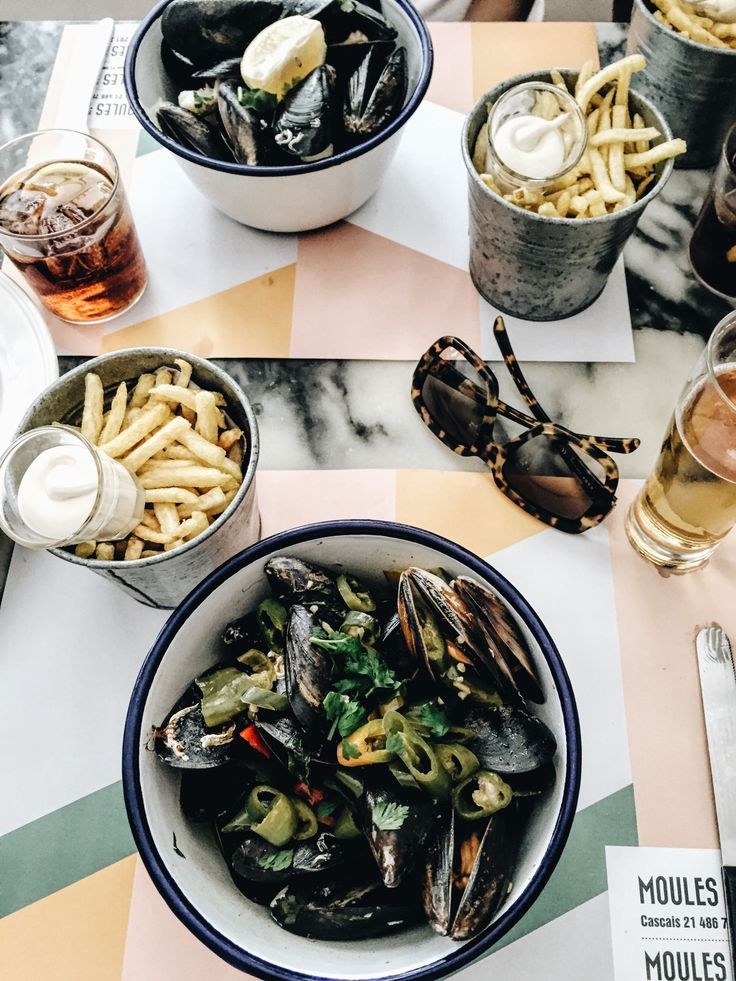 Lisbon Food Guide - 11 Places to eat in Lisbon: Moules & Co - teetharejade.com