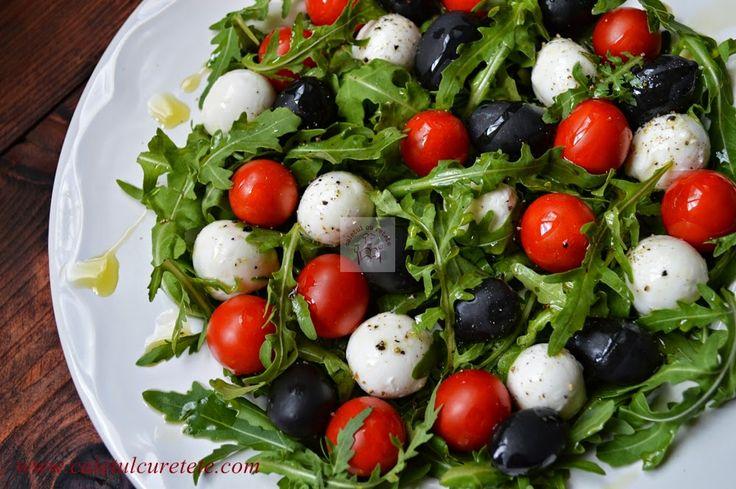 CAIETUL CU RETETE: Salata cu rucola, mozzarella, masline si rosii cherry