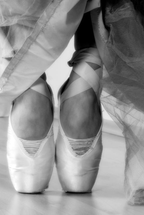 whats the point...: Ballet Girls, En Points, Fashion Shoes, Points Shoes, Ballet Slippers, Black White, Girls Shoes, Ballet Shoes, Toe Shoes