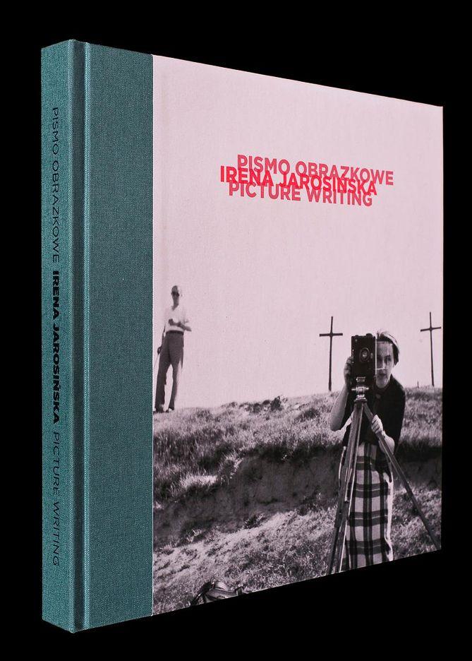 """""""Irena Jarosińska: pismo obrazkowe"""" to album prezentujący twórczość jednej z najciekawszych polskich fotografek XX wieku"""