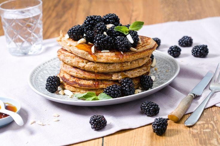 Try out these tasty and fluffy blackberry pancakes. #blackberry #bramen #brombeeren #pancakes #pfannkuchen #hafer #rolledoats #pannenkoeken