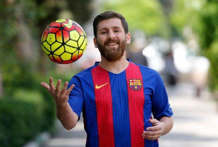 بالصور شبيه ميسي الإيراني كاد أن يدخل السجن لهذا السبب Lionel Messi Messi News Messi