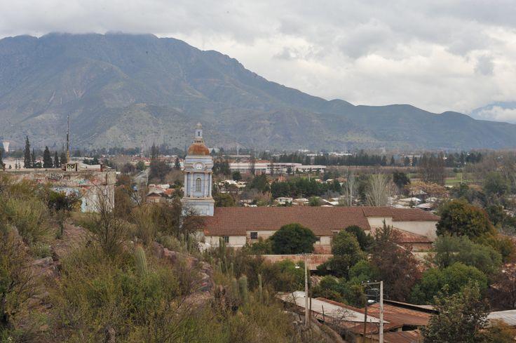A lo lejos el campanario de la Iglesia del Almendral
