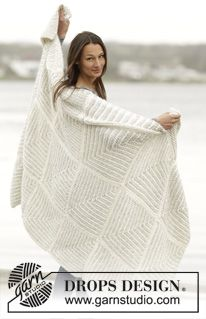 """Set consists of: Knitted DROPS blanket and pillow with domino squares in """"Cloud"""". - Free pattern by DROPS Design"""