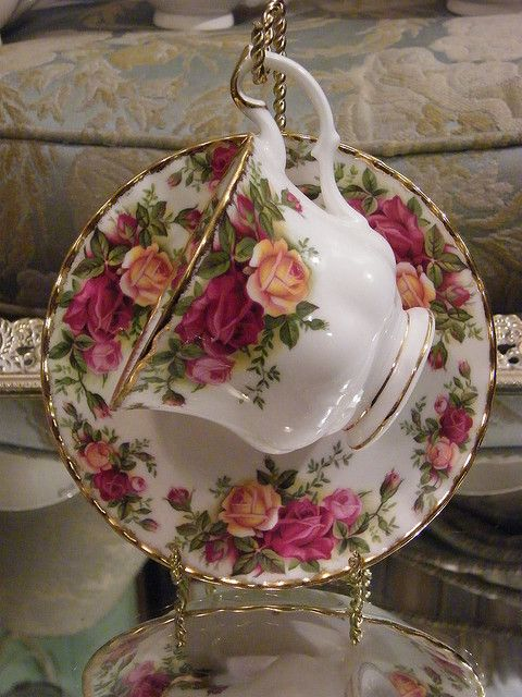 ROYAL ALBERT Cup & Saucer - Old Country Roses                                                                                                                                                     Mais