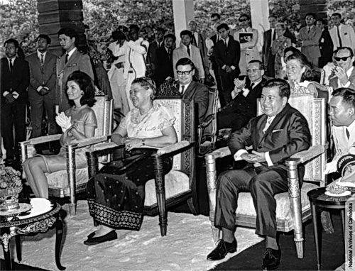 via devata.org | Jacqueline Kennedy, Queen Sisowath Kossamak Nearyroth Sereivathana and Prince Norodom Sihanouk at the Royal Palace in November 1967.
