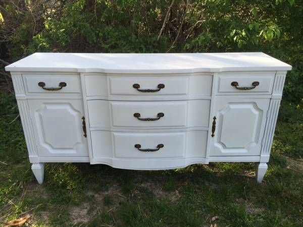 ◇This Piece Of Furniture Has Three Large Center Drawers And Two Smaller Top  Drawers And Two ...