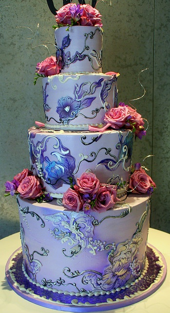 This has to be one of the prettiest cakes EVER.