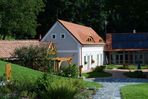 Malomporta / Mill Croft #vintage #watermill #placetostay #garden