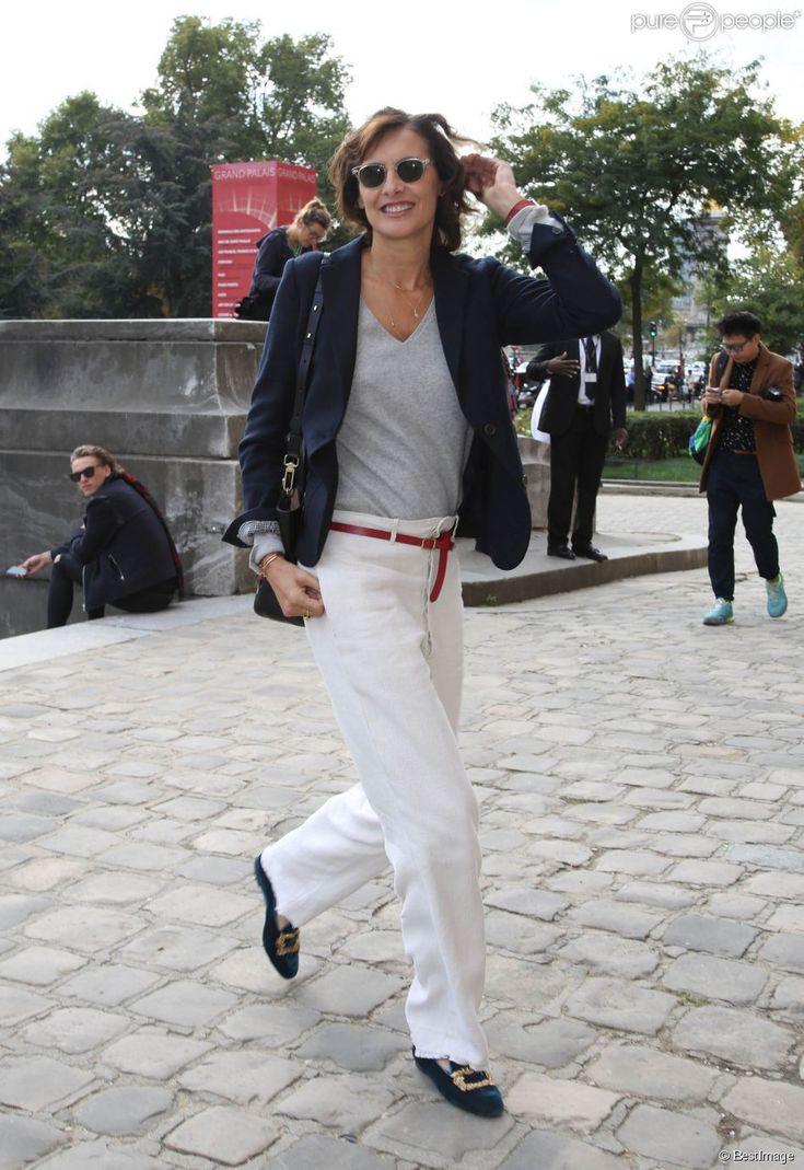Inès de la Fressange arrive au Grand Palais pour assister au défilé Carven printemps-été 2015. Paris, le 25 septembre 2014.