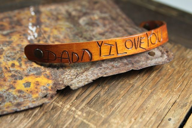 Carved leather bracelet: Crafts Ideas, Blue Boo, Father Day Crafts, Gifts Ideas, Father Day Gifts, Leather Cuffs, Last Minute Gifts, Carvings Leather, Leather Bracelets