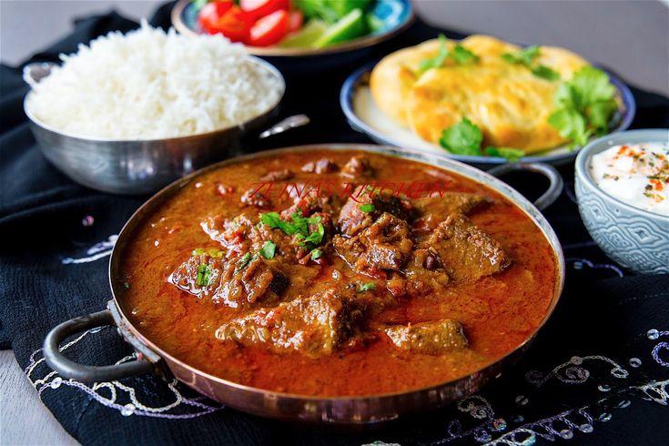 Vindaloo är en het och kryddig indisk gryta med mycket smaker. Rätten är ganska lättlagad men kräver sin tid att tillagas. Köttet ska marineras i vinäger, chili och kryddor för att den ska få en god smak och bli extra mör. Sen får grytan gärna puttra några timmar på spisen. Jag ville göra en autentisk vindaloo och gjorde en reaserch på nätet, jag föll för ett recept jag hittade på Youtube som tillagas av en Indisk kock. Du hittar klippet längst ner i inlägget. Jag gjorde lite små justeringar…