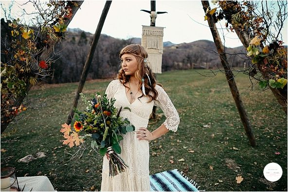 HAWKEYE PHOTOGRAPHY | BOHEMIAN STYLED SHOOT | STYLED WEDDING INSPIRATION | http://www.theluxepearl.com/2017/03/02/hawkeye-photography-bohemian-styled-shoot-styled-wedding-inspiration/