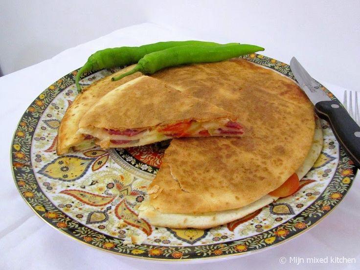 Mijn mixed kitchen: Tavada lavaş böreği (börek van wraps uit de pan)